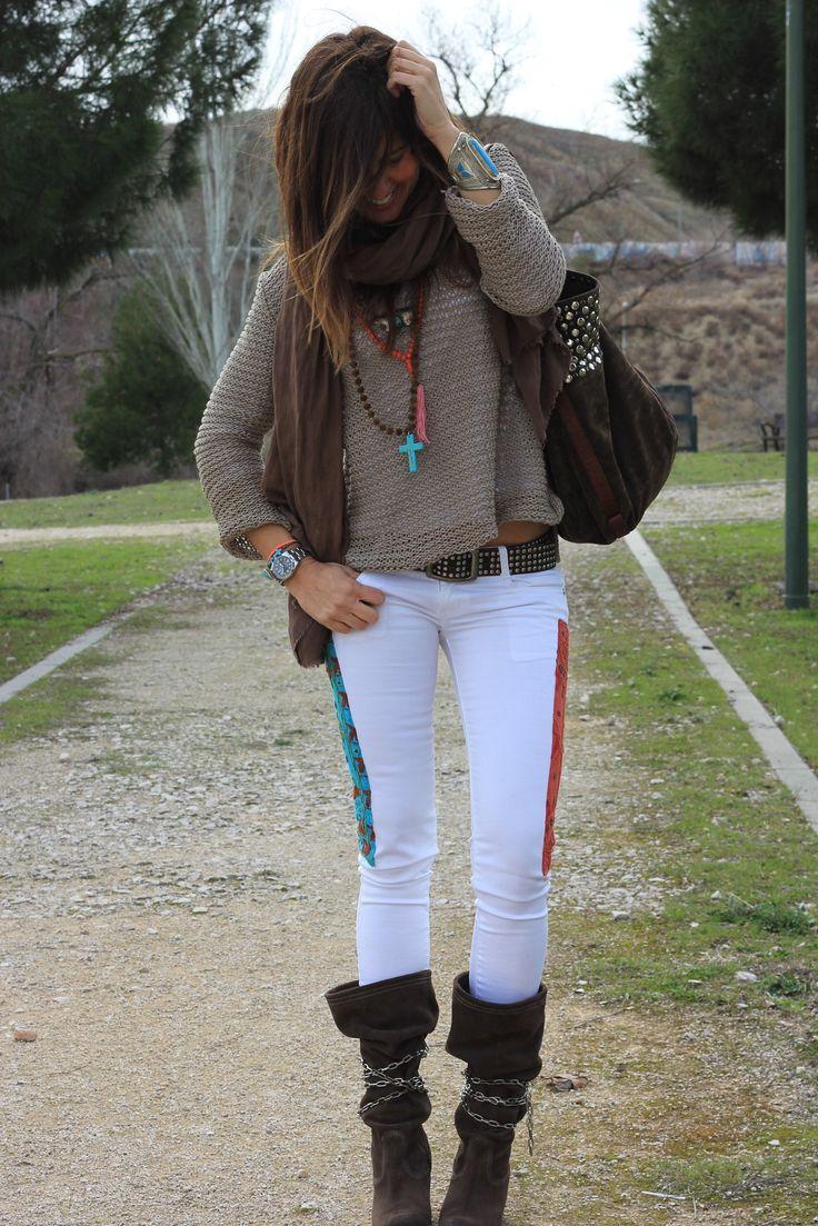 """look invierno: pantalones blancos + cinto + botas ante """"arrugadas"""" + jersey"""