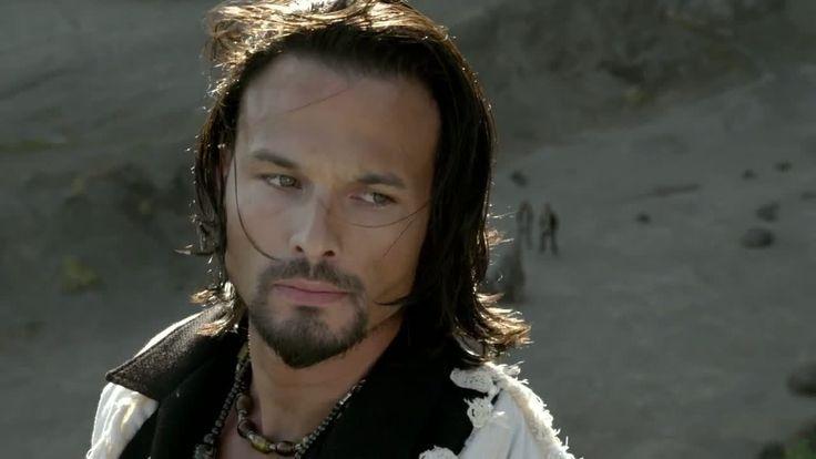 O atorRicardo Medina Jr que interpretou o personagem Dekker (na série Power Ranger Samurai)foi preso na tarde de ontem (31.01.15)pela acusação de ter assassinado um colegacom quem ele dividia ...