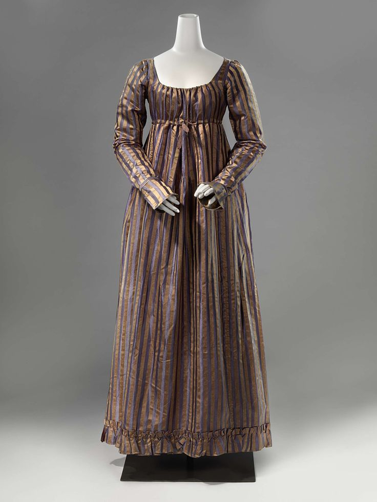 Ankle-length gown with a ruffled edge, anoniem, c. 1815 - c. 1820