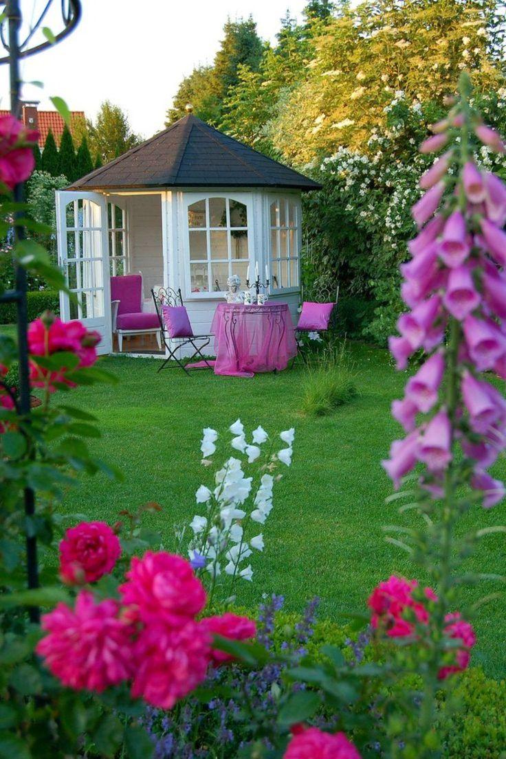 Решетки для беседки: особенности конструкций и 75 вдохновляющих идей для вашего сада http://happymodern.ru/reshetki-dlya-besedki-foto/ Белая беседка с решеткой в саду