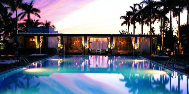 The Shore Club * * * * Le claquement des talons hauts d'un mannequin sur Lincoln Rd, la surface turquoise des eaux de Biscayne Bay ou le rouge-orangé flamboyant d'un coucher de soleil enflammant la ligne des gratte-ciels. Ce lieu au cachet irrésistible a été décoré par le très branché designer et architecte David Chipperfield. Et le must se trouve sur le toit de l'hôtel avec une piscine géante offrant une vue panoramique sur South Beach.
