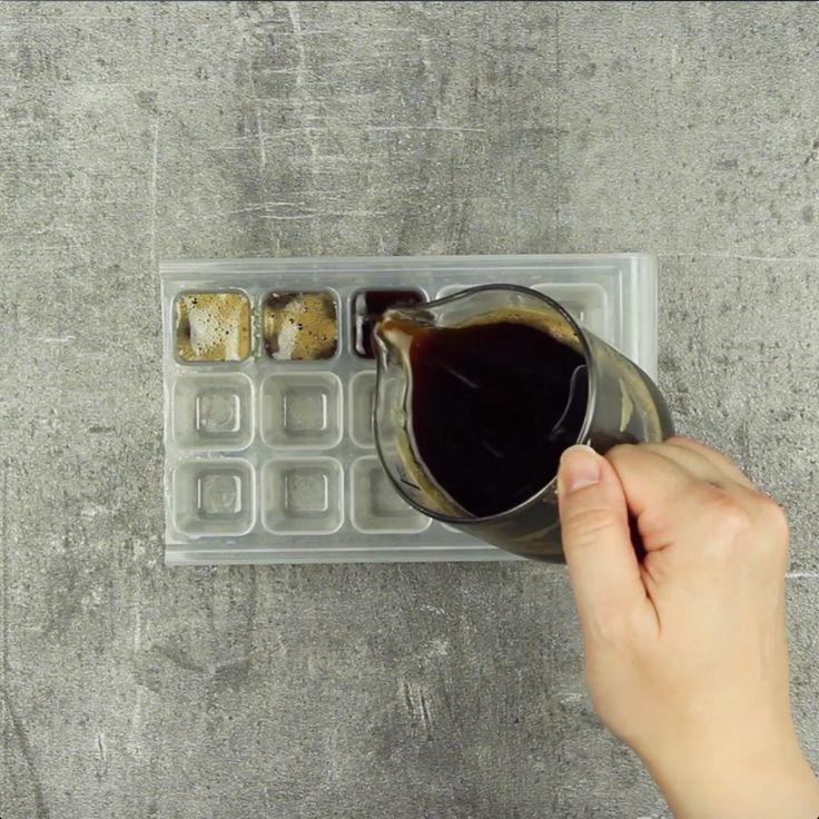 Coloque café na forma de gelo. Esta é uma bebida que você vai querer toda manhã!