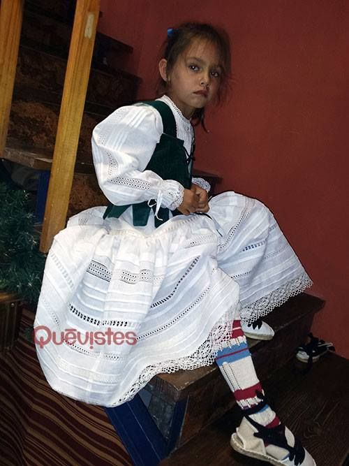 DISEÑOS EXCLUSIVOS DEL TALLER DE COSTURA DE  QUEVISTES  (por encargo)     TRAJE REGIONAL ARAGONES  Traje baturro de mujer      Ver más ...
