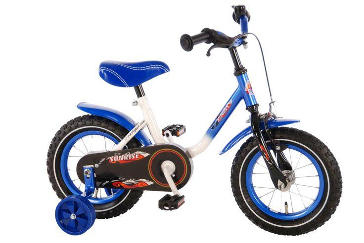 De Yipeeh Sunrise fiets heeft een speciaal laag instapframe. Heel makkelijk voor de allerkleinste om op- en af te stappen. Met stevige zijwielen, terugtraprem en voorrem. In frisse blauw witte metallic lak.