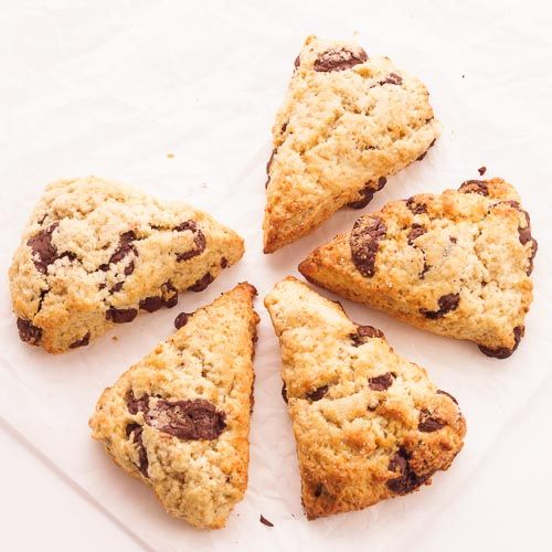Recette de scones à la banane et aux pépites de chocolat, rapide et facile à réaliser pour des petits-déjeuners ou des goûters gourmands !