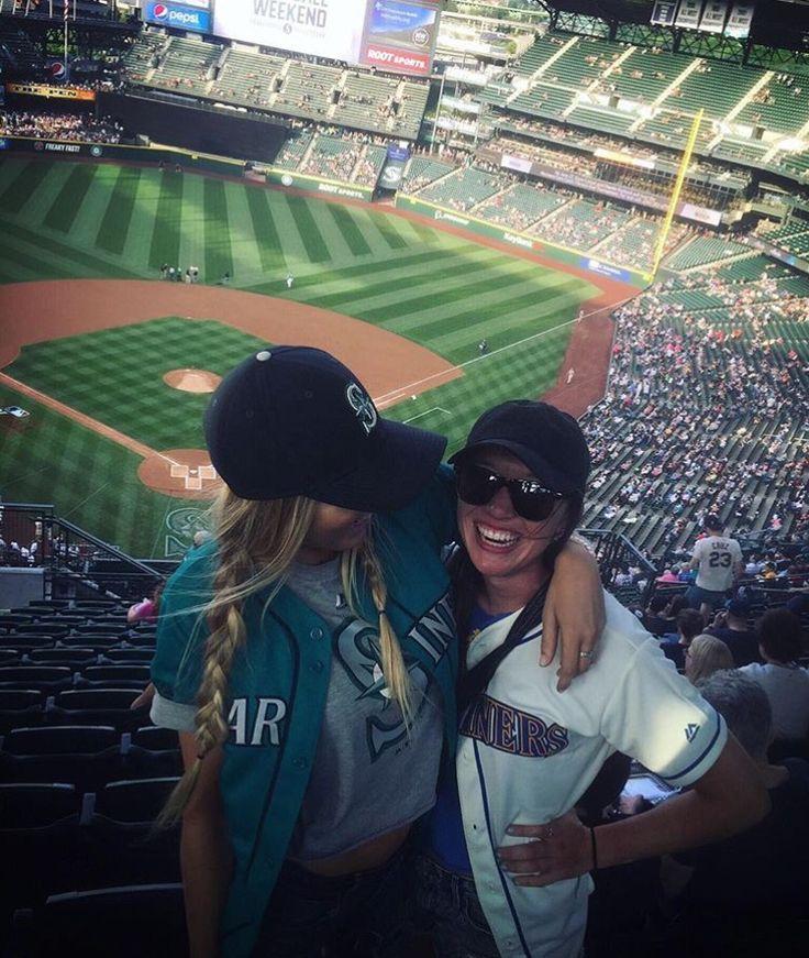 Best friends photography idea baseball game