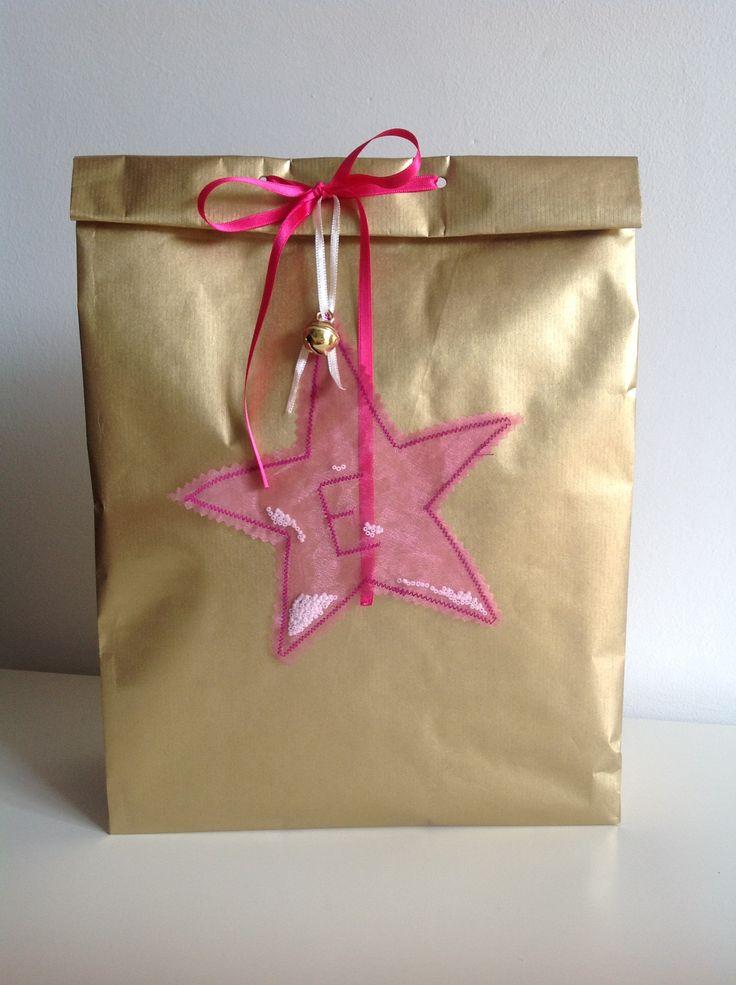 Kerst kado voor een meisje. Regalo natalizio per una bambina.
