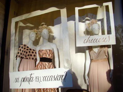 shoptellers vetrine con la parlantina - alessia attanasio copywriter - marika salerno calligraphy