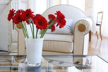 Tienes flores artificiales en los floreros ya guardalas for Como hacer adornos con plantas artificiales