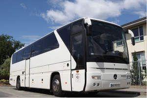 Autokar Mercedes Tourismo z liczbą miejsc 57+1
