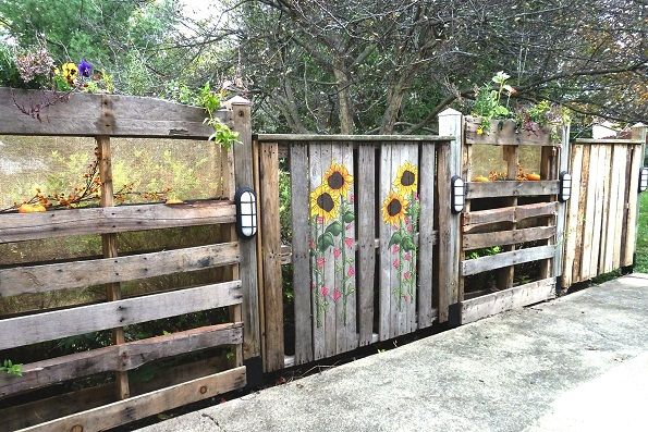 finished fence web Pallets Patio Fence in pallets 2 diy  with Wood / organic planter Pallets fence