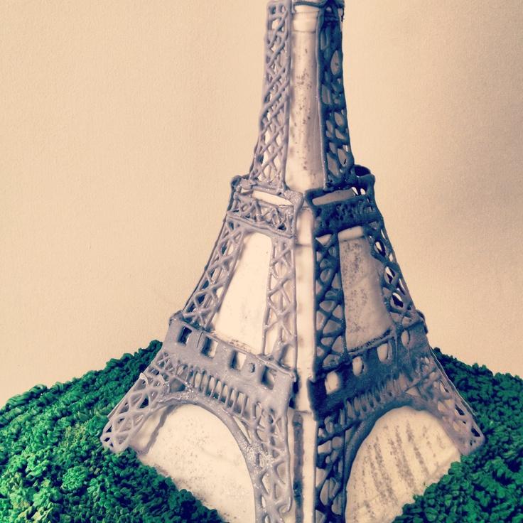 """Eiffel tower cake by """"Erase una vez"""""""