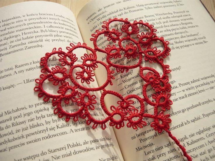 Tatted Bookmark - red heart, valentines day gift by MariAnnieArt on Etsy #mariannieart #etsy #bookamark #bookworm #booklovergift #geekgift #Tattedbookmark #tattinggift #nerdgift