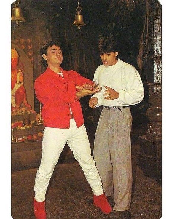 "1 Likes, 1 Comments - muvyz.com (@muvyz) on Instagram: ""#muvyz081317 #BollywoodFlashback #postcard #90s #thugsofhindostan #AamirKhan #TigerZindaHai…"""