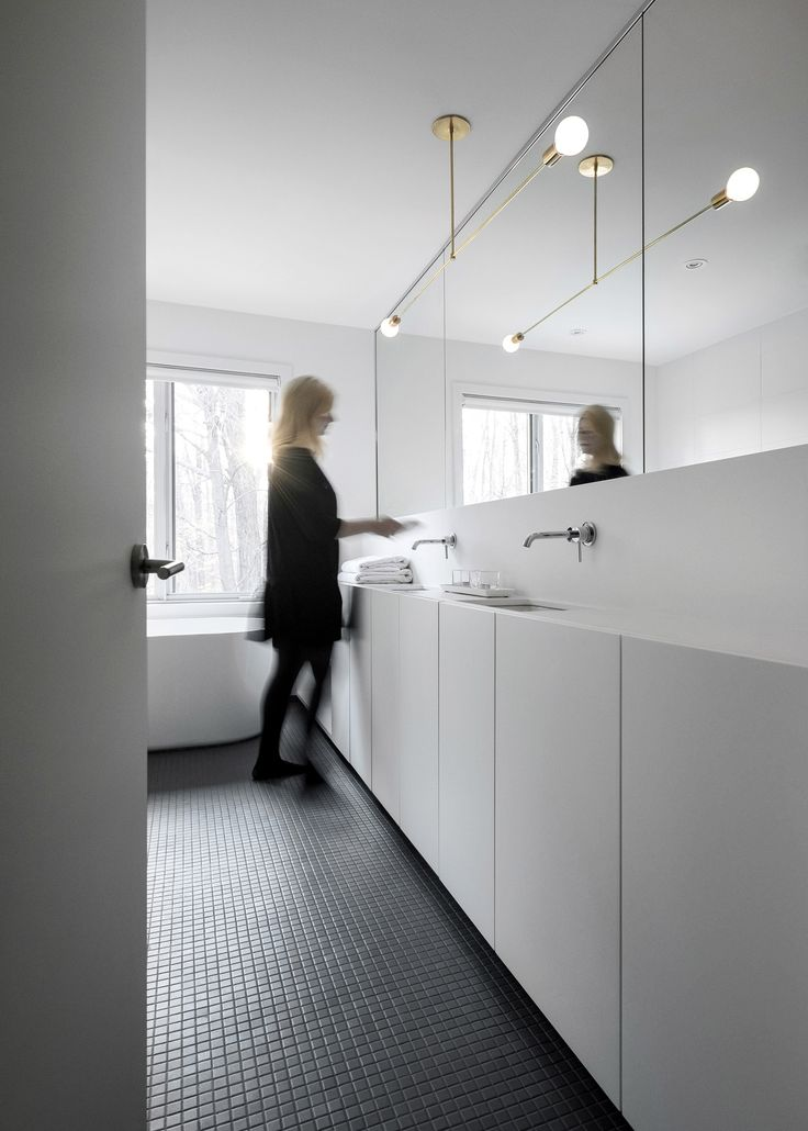 Appareil Architecture transforms Montreal home into minimalist living space