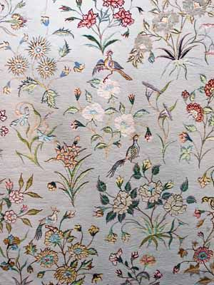 interior-decorating-style-wool-rug-floral-pattern