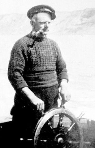 Walter 'Primo' Allen wearing his gansey. Typical gansey worn by east coast Britain fishermen. They all featured a gusset under the arm for ease of working.