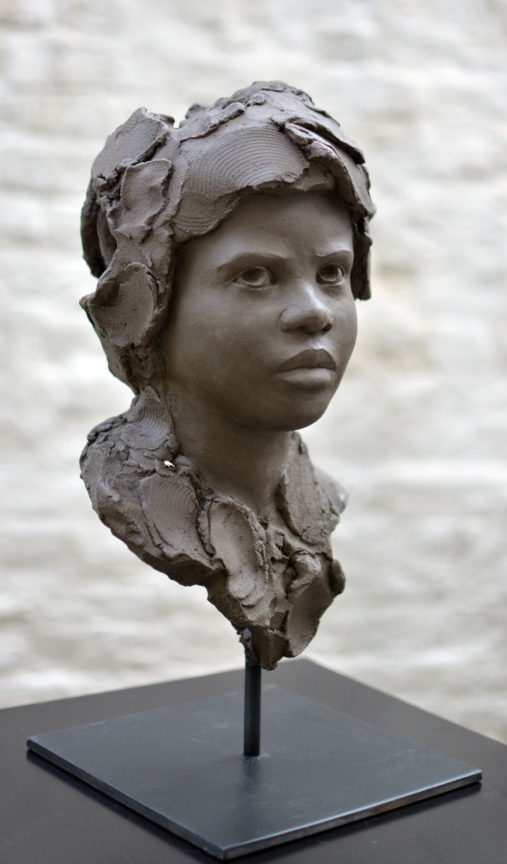 Chloé Sontrop - Appréhension - Terre cuite #artwork #sculpture  www.meltingartgallery.com