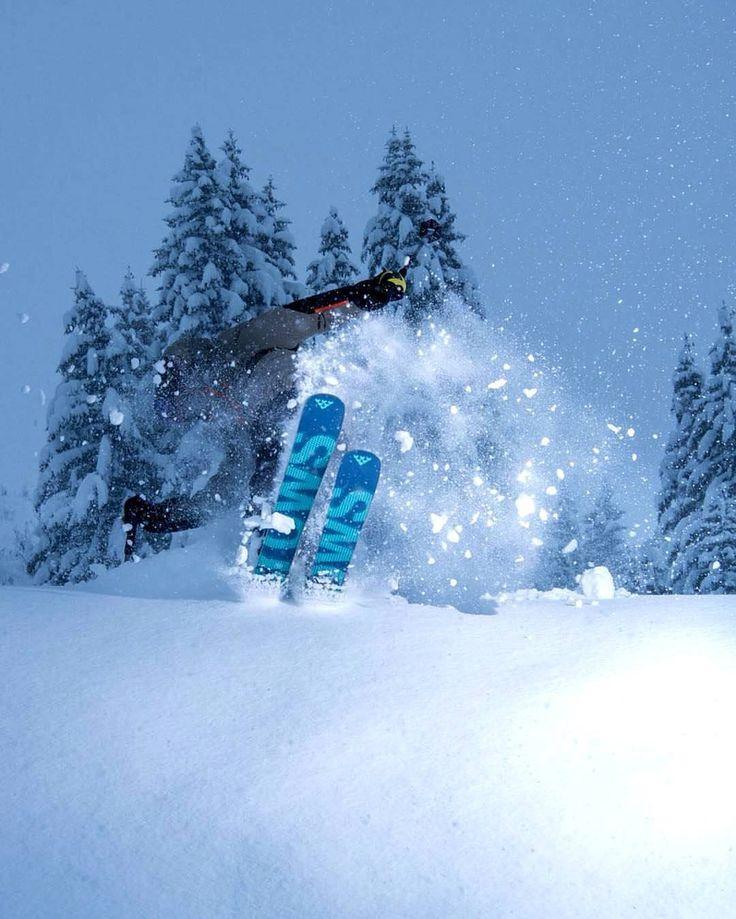 #Such events motivates us to build our goods! *** credit to @arthurbertrand_photos #snowboarding #iceboarding #winteractivities #snowadventure #wintersports #snowactivities #travelgram #holidays #travel #adventuretravel #warmgloves #warmsocks #heatedgloves #heatedsocks #wintersports #gotomountains #mountains #mountainlovers #powdertothepeople #ice #ski #skiing #skating
