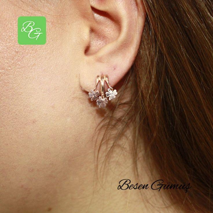 Üçlü Yonca Sallantılı Halka Küpe  Fiyat : 69.00 TL  SİPARİŞ için www.besengumus.com www.besensilver.com  İLETİŞİM için Whatsapp : 0 544 641 89 77 Mağaza     : 0 262 331 01 70  Maden         : 925 Ayar Gümüş Taş               : Taşsız Kaplama      : Rose   Besen Gümüş  #besen #gümüş #takı #aksesuar #yonca #üçyonca #rose #modern #şans #bayanküpe #gümüşküpe #izmit #kocaeli #istanbul #izmitçarşı #muğla #ankara #bursa #izmir #onlinealışveriş #alışveriş