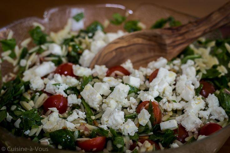 Griekse orzo met feta, tomaten en spinazie