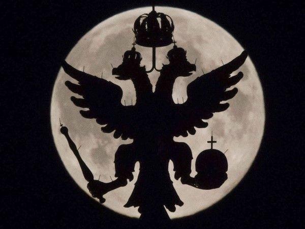 La superluna por el mundo (© REUTERS/Maxim Shemetov)