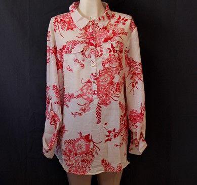 Hermosa #blusa #floreada fácil de combinar.