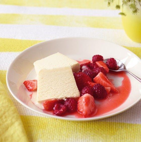 Die Beeren baden nur kurz in Orangenlikör und Zitronensaft - einfacher geht's wirklich nicht!