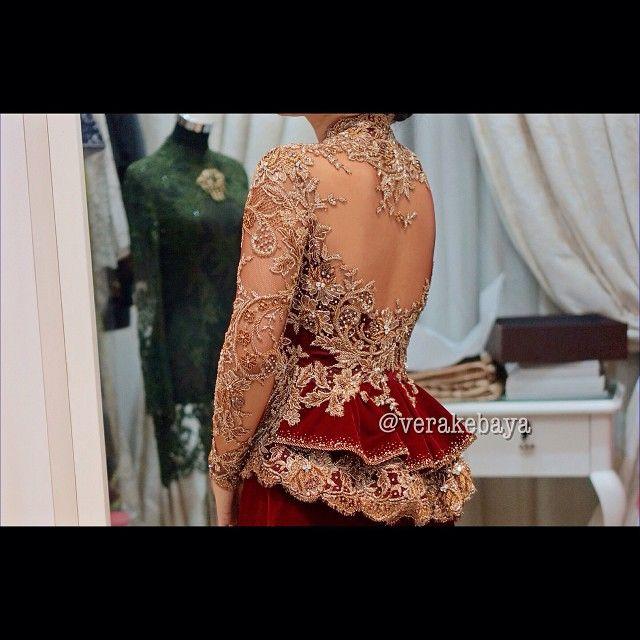Detail #fitting #kebaya #pengantin #wedding #weddingdress #lace #velvet #verakebaya ❤️❤️❤️❤️ (di Rumah Kebaya Vera Anggraini)