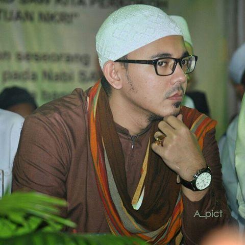 Hasil gambar untuk husein syarif yahya
