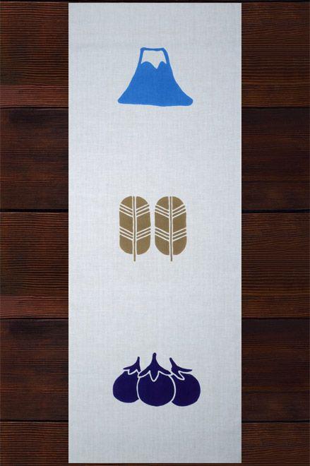 初夢で有名な「一富士二鷹三なすび」を描いた柄。富士は日本一「高い」、鷹は「=貴い(たかい)」、茄子は「(初物の値段が)高い」。江戸町人の憧れ、三高トリオを描いたものです。