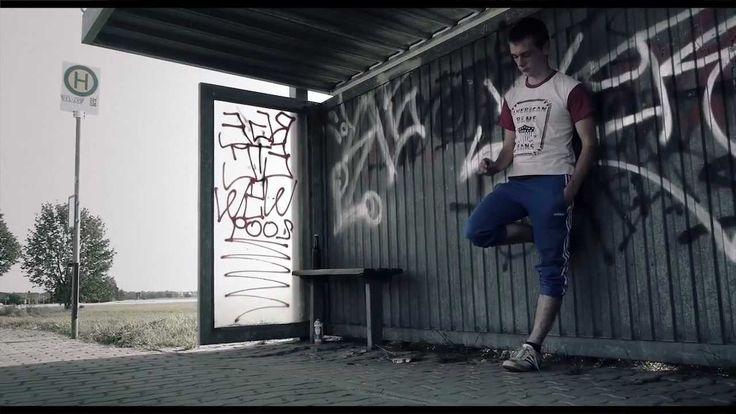 Feine Sahne Fischfilet - Komplett im Arsch (official video)