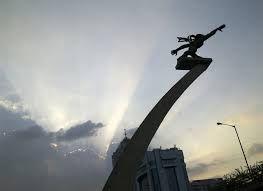 Patung Pancoran Dan Kisah Sedih Dibalik Pembuatannya  - http://www.gaptekupdate.com/2014/04/patung-pancoran-dan-kisah-sedih-dibalik-pembuatannya/