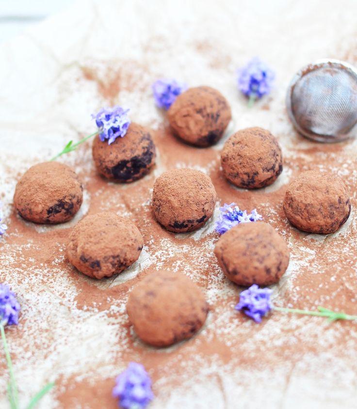 Några utav mina absoluta favoriter när det kommer till nyttigt godis måste ändå vara dessa choklad&vaniljbollar som jag brukar göra. Dessa kan ju varieras i all oändlighet och är dessutom rikti…
