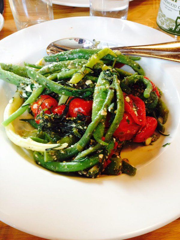シンプル、でもドレッシングも野菜もすべてオーガニック。