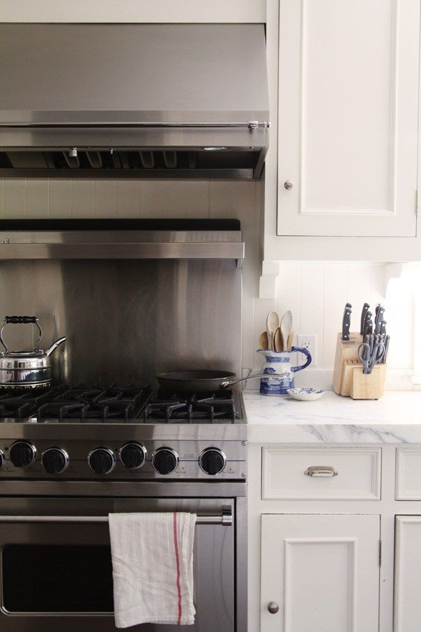 25 Classic White Kitchens With Blue White Accessories Classic