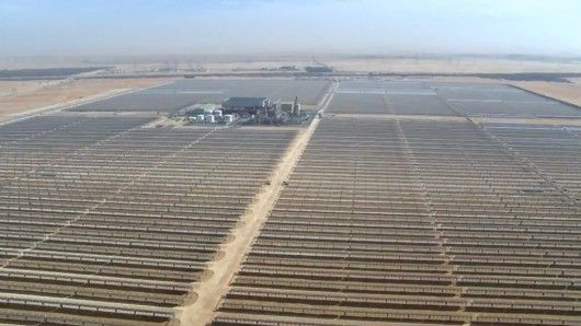 The Shams 1 concentrated solar power plant covers and area of 2.5 square km (1 sq mile)  world's largest concentrated solar power plant United Arab Emirates