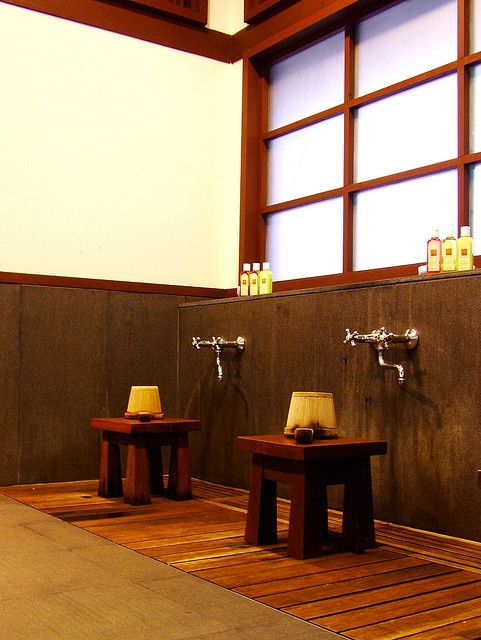 Japanese style bath. Some great ideas that would be nice to incorporate.
