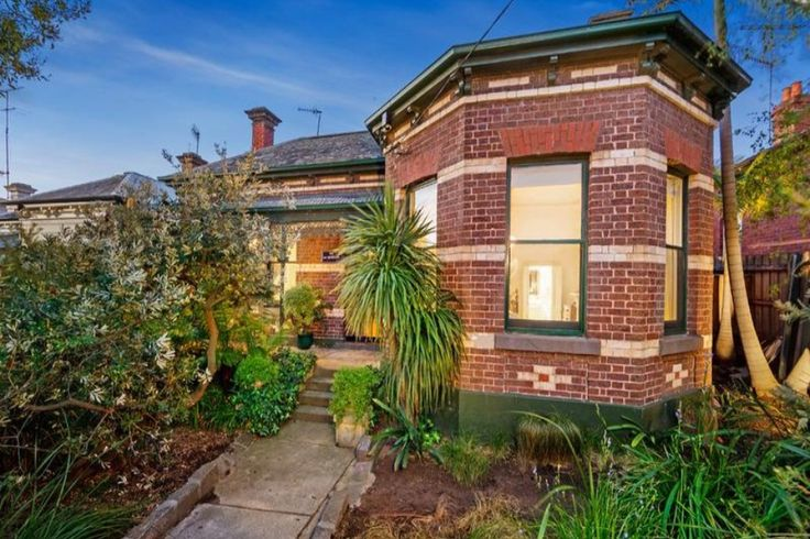 Hawthorn brick Italianate Villa