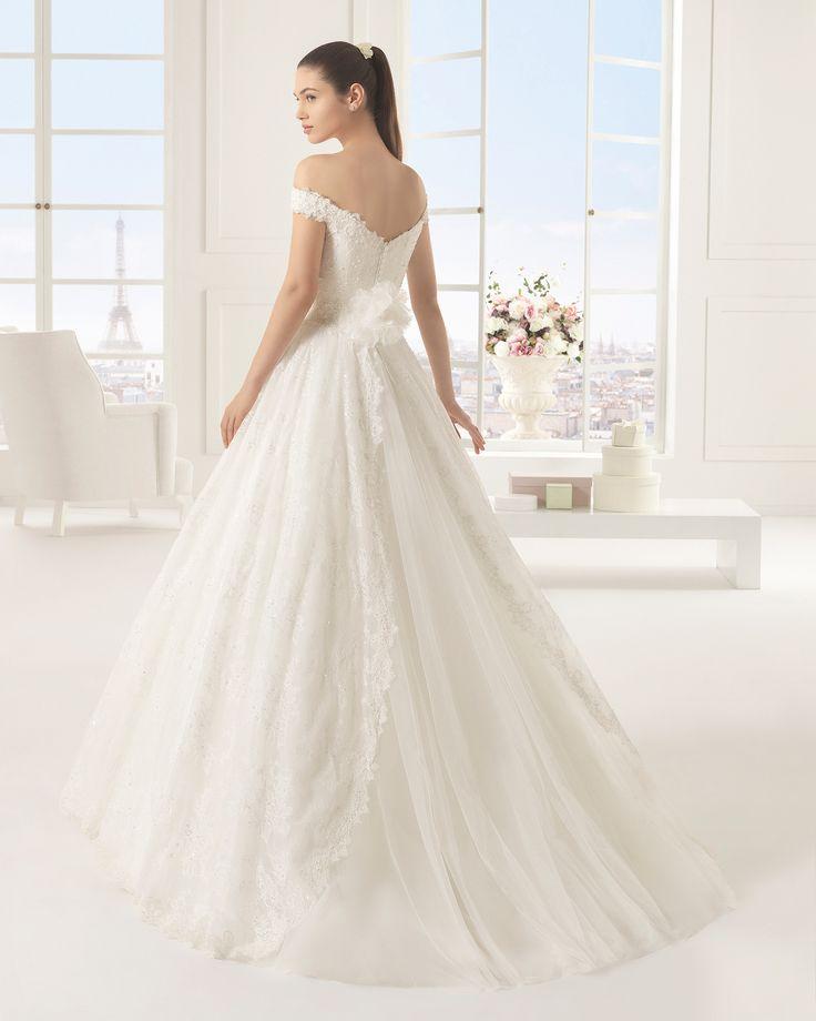 EXITO Vestido de novia de encaje y pedrería. Colección Rosa Clará Two 2016