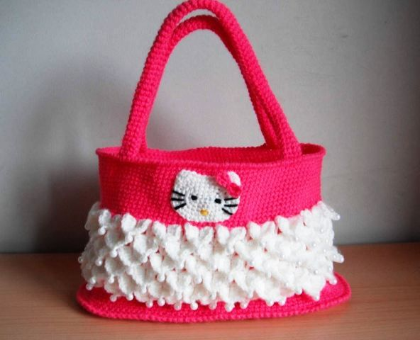 How to ‪#‎crochet‬ hello kitty bag ‪#‎hellokitty‬ ‪#‎uncinetto‬ ‪#‎fashion‬ ‪#‎christmas‬
