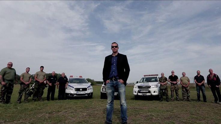 I en dramatisk video viser en ungarsk borgmester, hvordan illegale flygtninge vil blive jagtet af militær, hvis de kommer over grænsen.