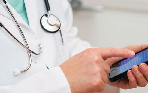 """Los médicos, ¿cada vez más """"enganchados"""" a las apps como herramienta de trabajo? #esalud #ehealth"""
