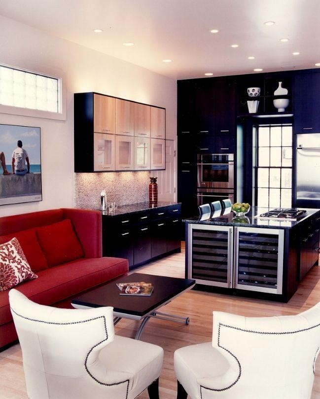 Диван на маленькой кухне: 70+ практичных решений, которые способны расширить и комфортизировать кухонную зону http://happymodern.ru/malenkiy-divan-na-malenkuy-kuxnyu/ Красный диван в интерьере кухни арт-деко