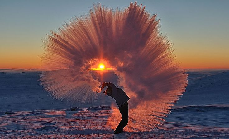 Science tells us that hot water turns into a cloud of ice crystals when tossed at subzero temperatures, but Ontario based photographer Michael Davies managed capture this phenomenon on camera. This past Sunday, just 20km south of the Arctic Circle, Davies took these incredible photos of his friend Markus hurling hot tea in -40°C weather.