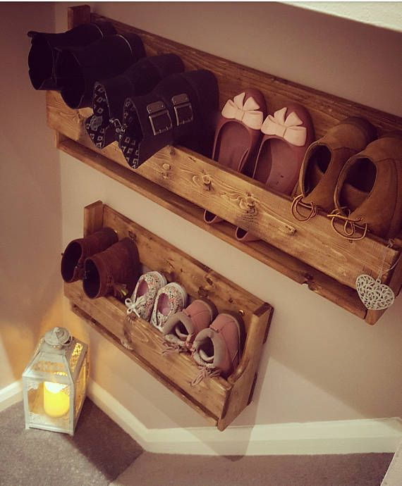 ***This advert is for the large shoe rack only*** A shabby chic pallet wood shoe rack, is an ideal storage solution in any house hold, whether it be to make use of a small space or to make this unique rack a talking point..... These shoes racks can be layered or simple used alone