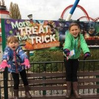 We started off our family Halloween October half term holiday by going to the spooktacular Drayton Manor Theme Park in Staffordshire. The girls are big theme park fans and were so excited when we tol