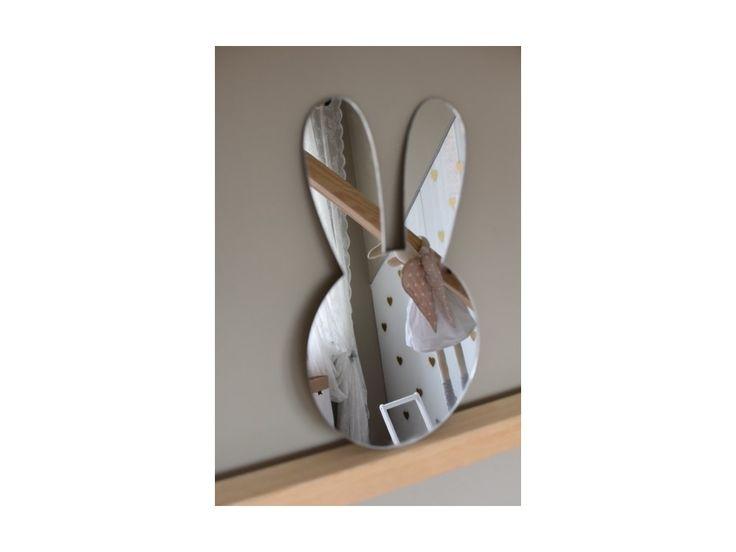 Zrcadlo na zeď Králíček . Zrcadlo zrcadlo, řekni kdo je na světě nejkrásnější.....Lehké a odolné zrcadlo ve tvaru králíčka je vtipnou dekorací do dětského pokojíčku.