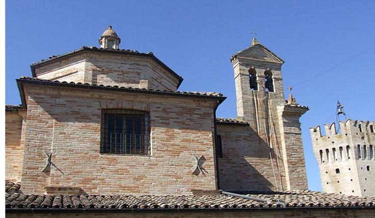 Quel che colpisce appena si entra ad Ortezzano, neanche 1000 abitanti per poco più di 300 mt sul livello del mare, è una magnifica torre pentagonale irregolare con merlatura ghibellina eretta tra il XIII e il XIV secolo. Cosa vedere a Ortezzano? Dalla piazza della torre, al cui lato si erge la chiesa del Carmine, …