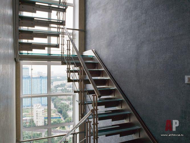 Interior design penthouse in high-tech style (12 photos) #interior #design #penthouse  #interiordesign #homedesor | Дизайн интерьера пентхауса в стиле хай-тек (12 фото) | Фото лестницы трехуровневого пентхауса в стиле хай-тек